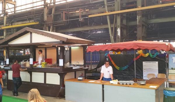 100 Jahre Graaff rustikales Grillbuffet in der Produktionshalle